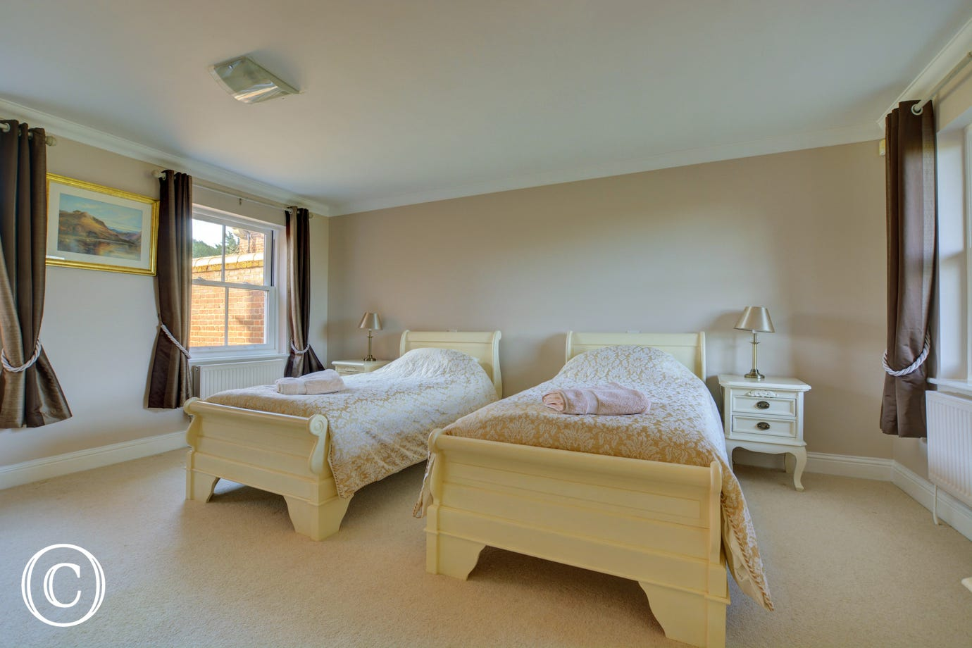 Pretty double bedroom with twin beds, ideal for children