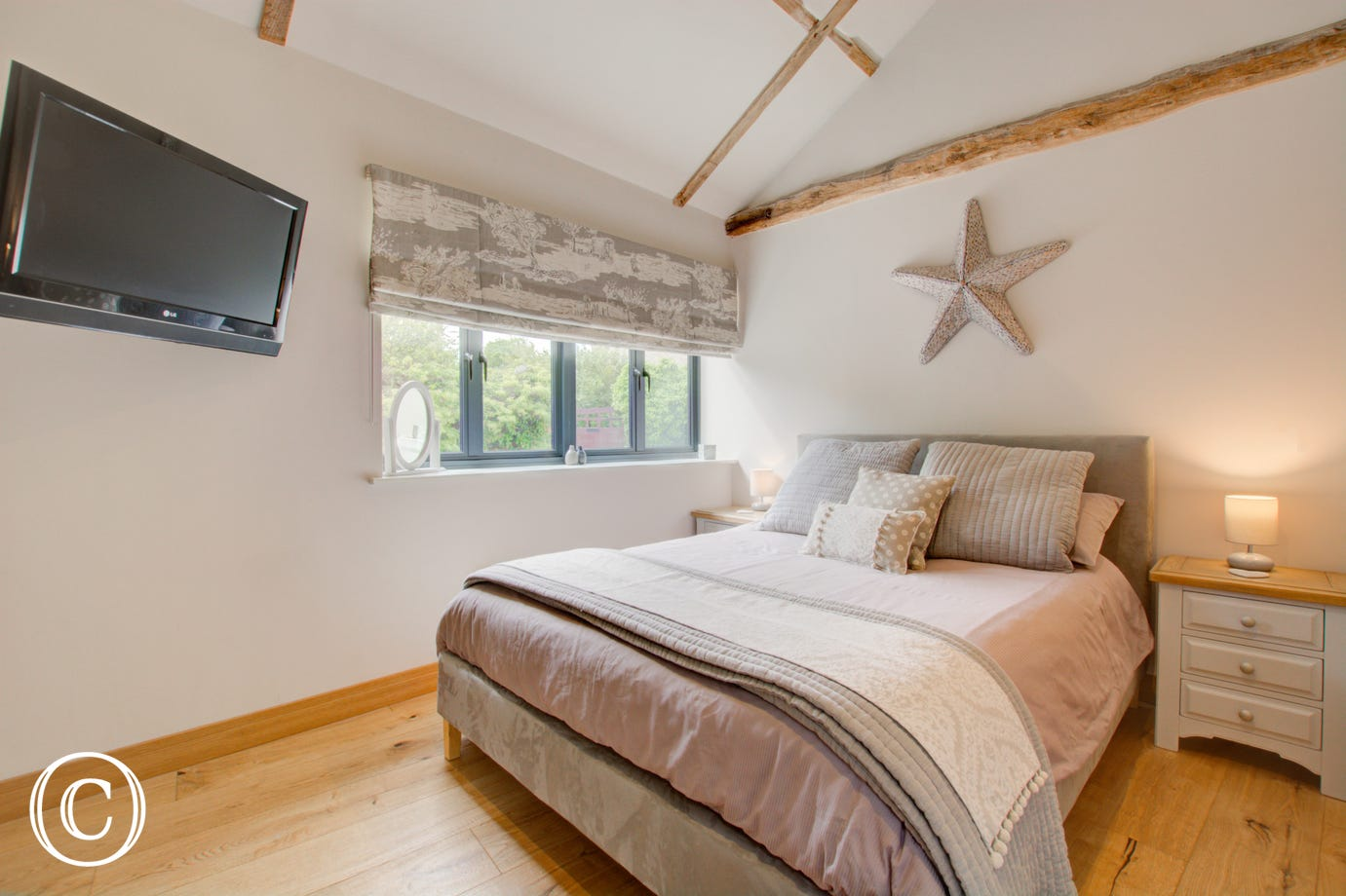 Cosy bedroom, double bed and beside tables