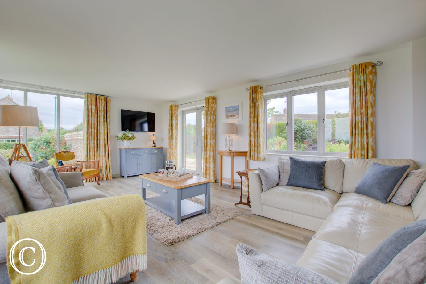 The sitting room is an absolutely stunning room, decorated with attention to detail