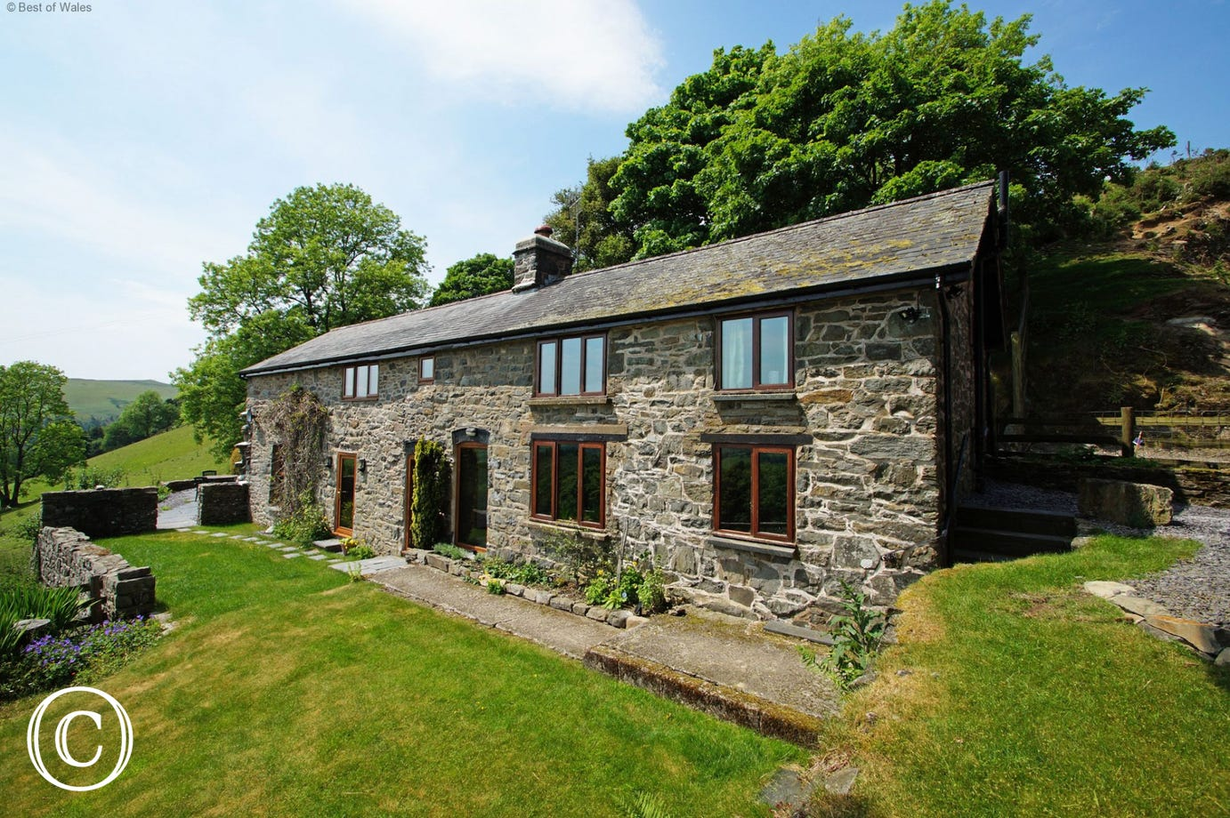 Secluded cottage holidays in Mid Wales Countryside