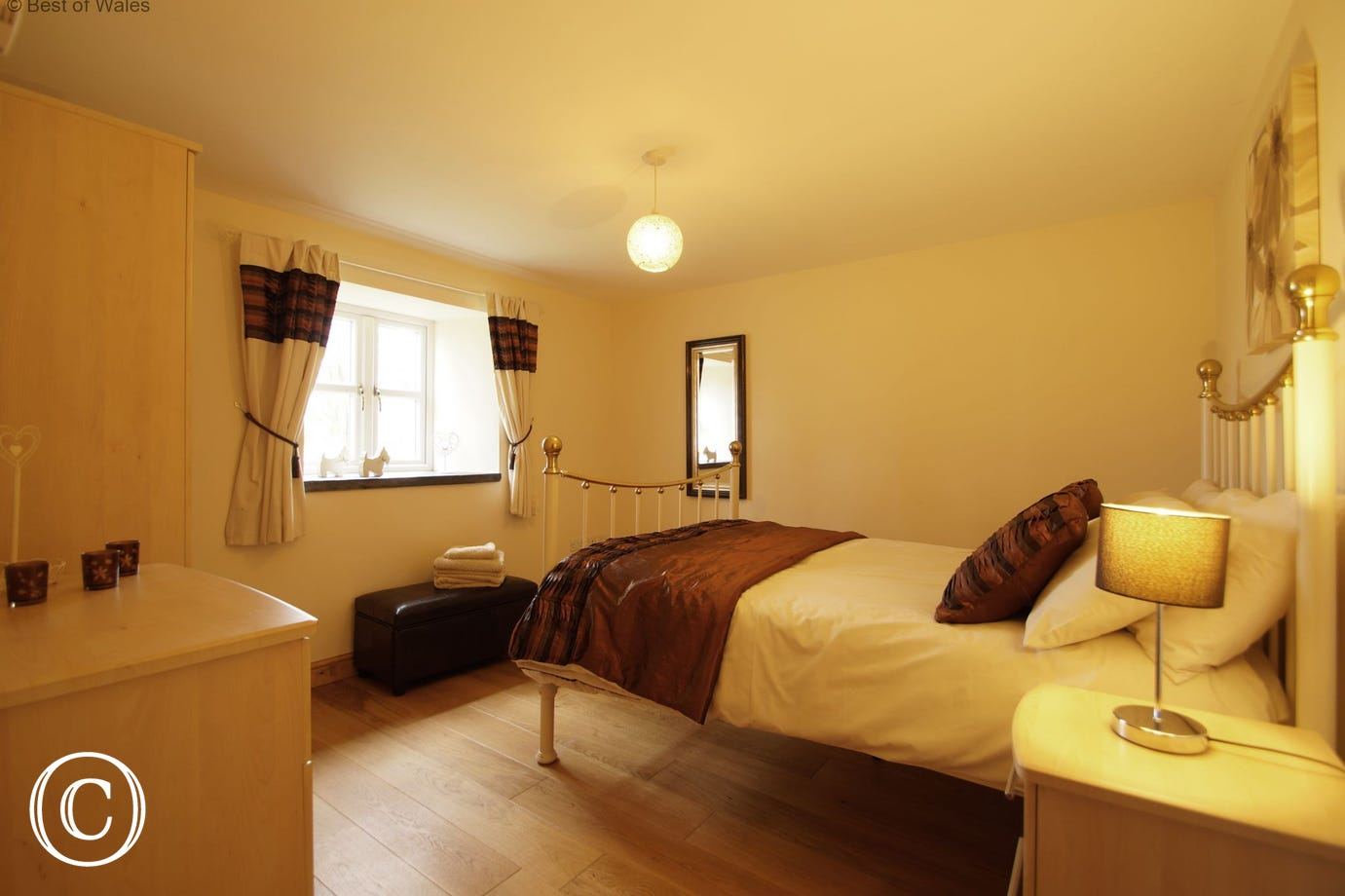 Holiday accommodation in North Wales: ground floor double room