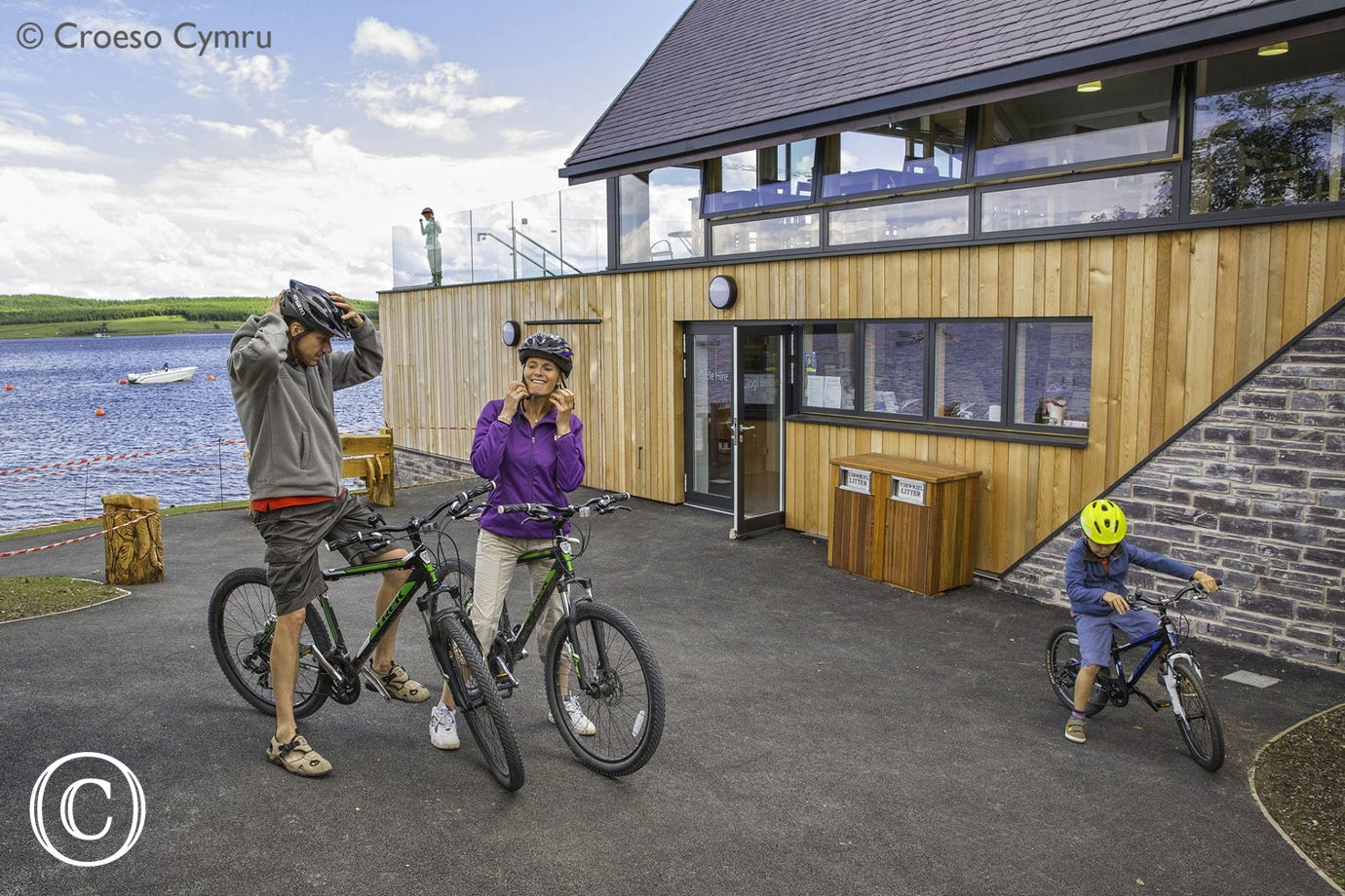 Llyn Brenig (6 miles) has a Visitor Centre, cafe & range of leisure amenities