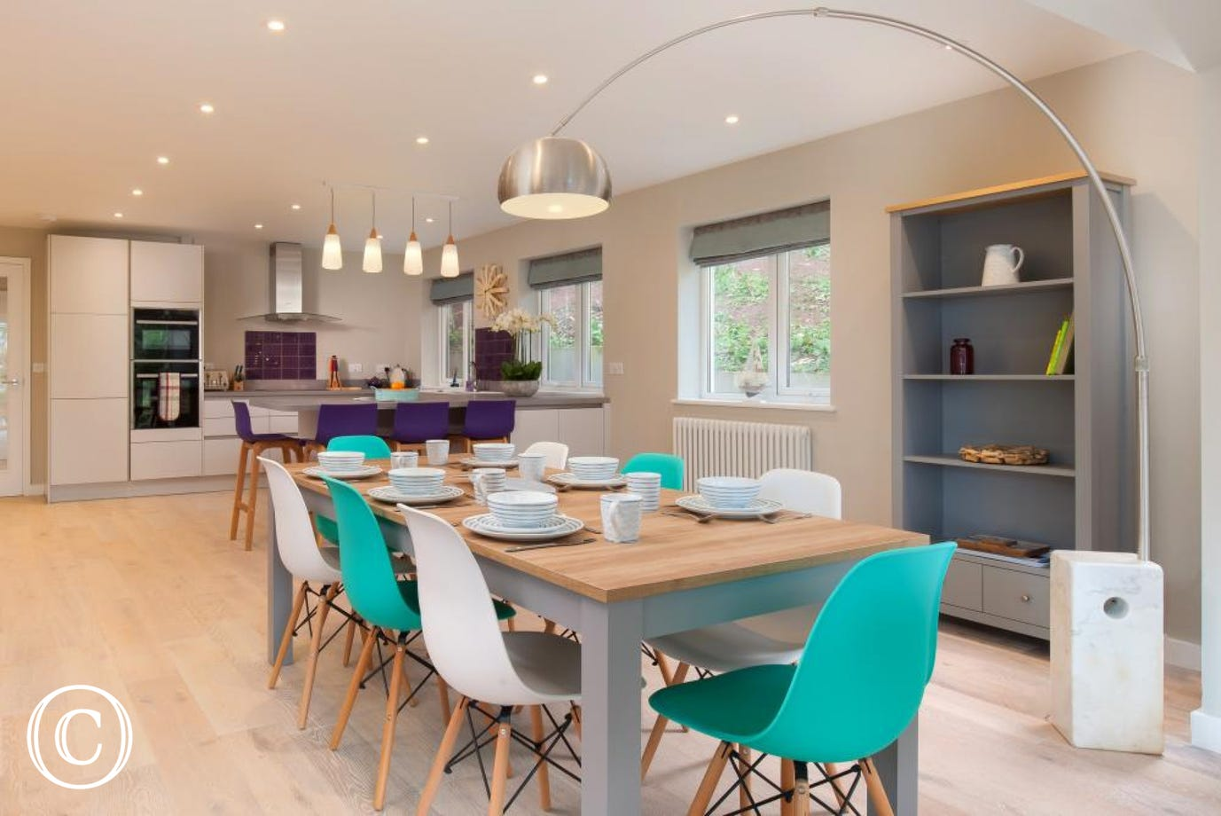 Very spacious kitchen & dining area, perfect for families to get together & entertain